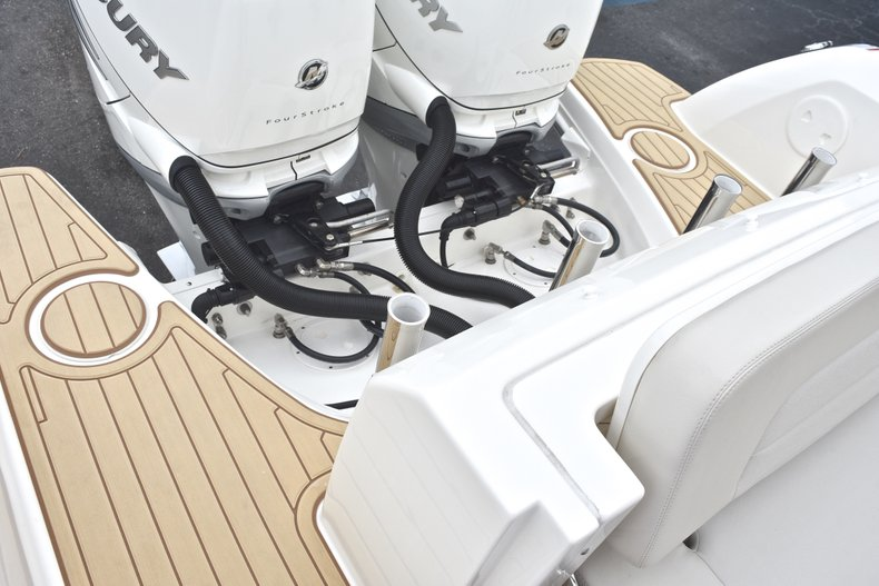 Thumbnail 20 for Used 2017 Boston Whaler 270 Vantage boat for sale in West Palm Beach, FL