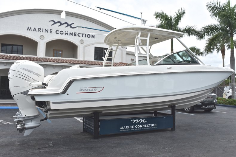 Thumbnail 10 for Used 2017 Boston Whaler 270 Vantage boat for sale in West Palm Beach, FL