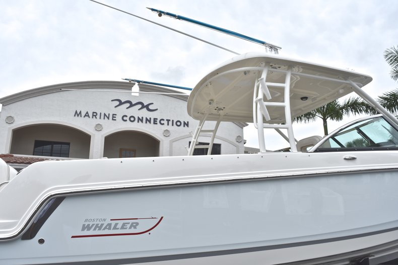 Thumbnail 12 for Used 2017 Boston Whaler 270 Vantage boat for sale in West Palm Beach, FL