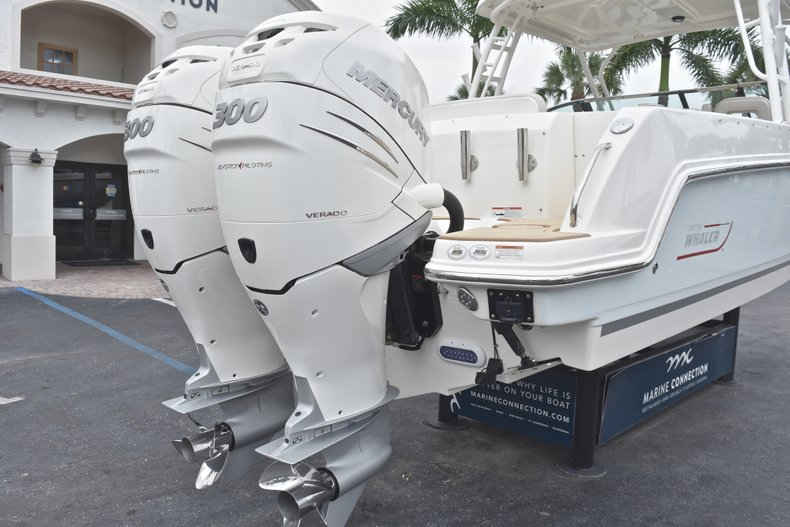 Thumbnail 13 for Used 2017 Boston Whaler 270 Vantage boat for sale in West Palm Beach, FL