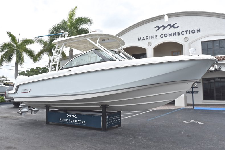 Thumbnail 1 for Used 2017 Boston Whaler 270 Vantage boat for sale in West Palm Beach, FL