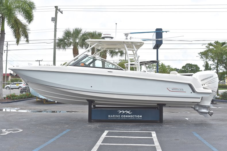 Thumbnail 6 for Used 2017 Boston Whaler 270 Vantage boat for sale in West Palm Beach, FL
