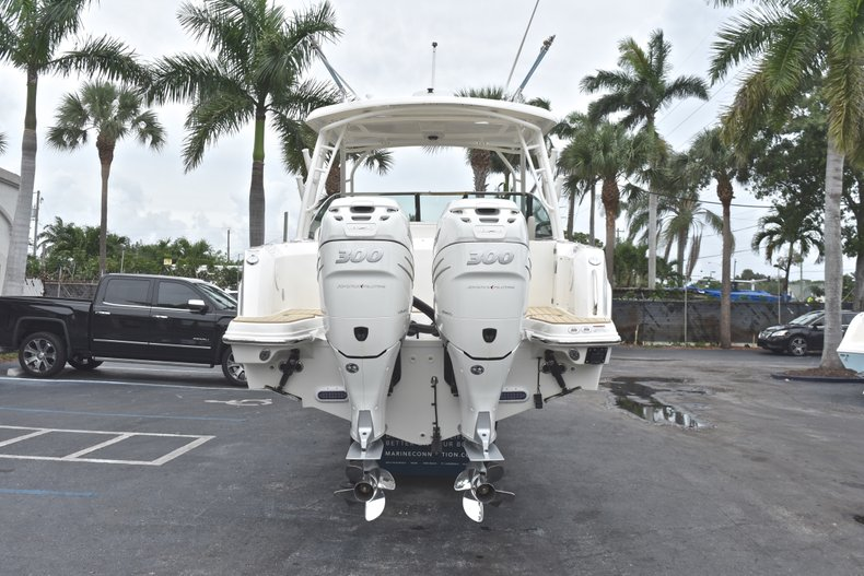 Thumbnail 9 for Used 2017 Boston Whaler 270 Vantage boat for sale in West Palm Beach, FL