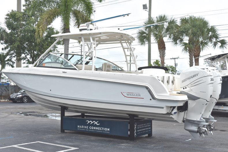 Thumbnail 7 for Used 2017 Boston Whaler 270 Vantage boat for sale in West Palm Beach, FL