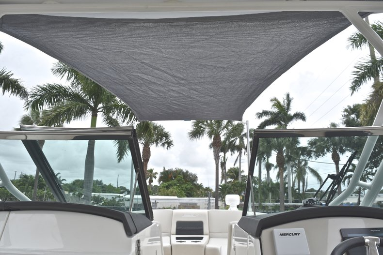 Thumbnail 85 for Used 2017 Boston Whaler 270 Vantage boat for sale in West Palm Beach, FL
