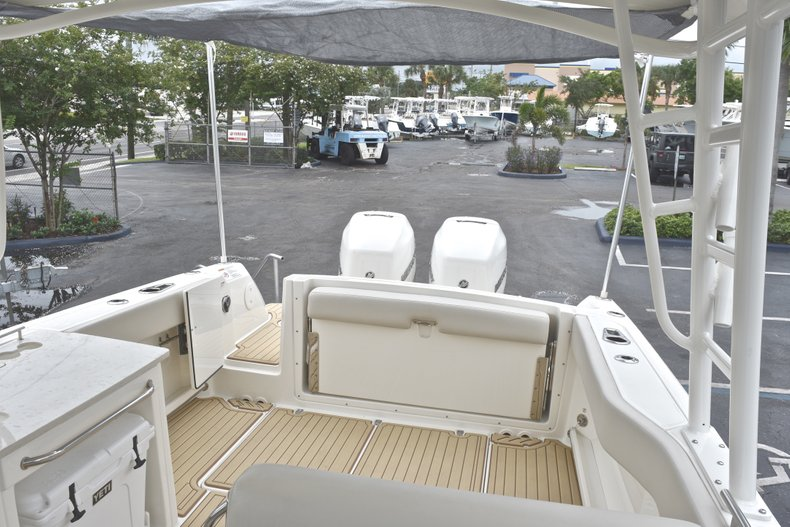 Thumbnail 84 for Used 2017 Boston Whaler 270 Vantage boat for sale in West Palm Beach, FL