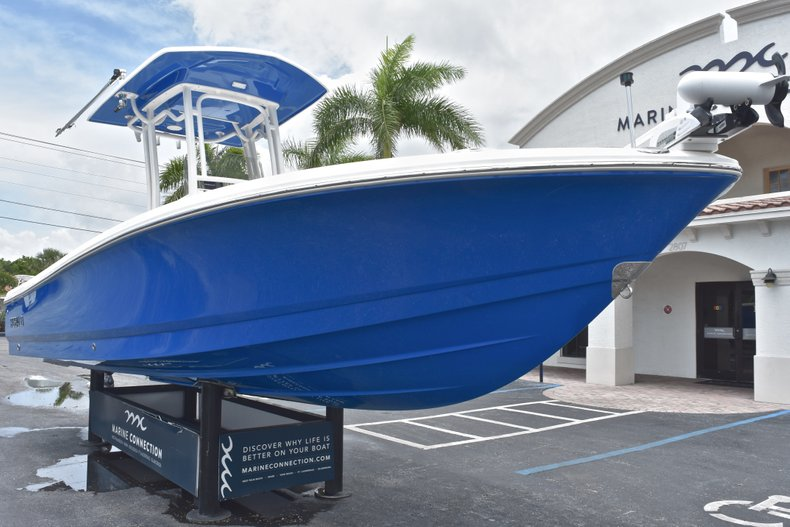 Thumbnail 2 for Used 2017 Robalo 246 Cayman boat for sale in West Palm Beach, FL