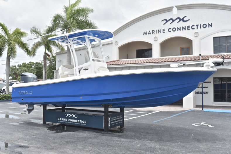 Thumbnail 1 for Used 2017 Robalo 246 Cayman boat for sale in West Palm Beach, FL