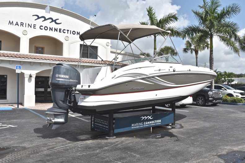 Thumbnail 7 for Used 2014 Hurricane SunDeck SD 2400 OB boat for sale in West Palm Beach, FL