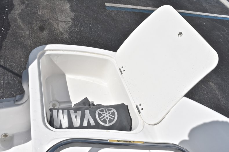 Thumbnail 13 for Used 2014 Hurricane SunDeck SD 2400 OB boat for sale in West Palm Beach, FL