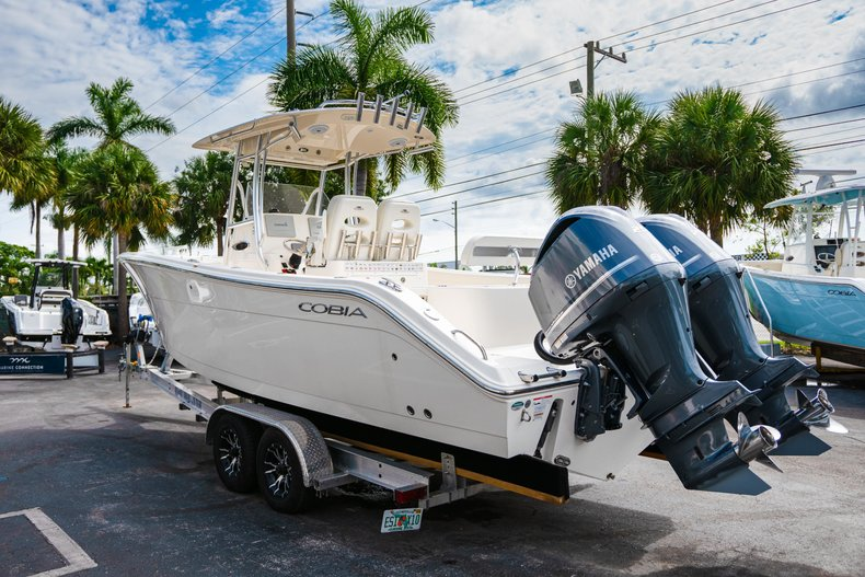 Thumbnail 5 for Used 2018 Cobia 277 Center Console boat for sale in West Palm Beach, FL