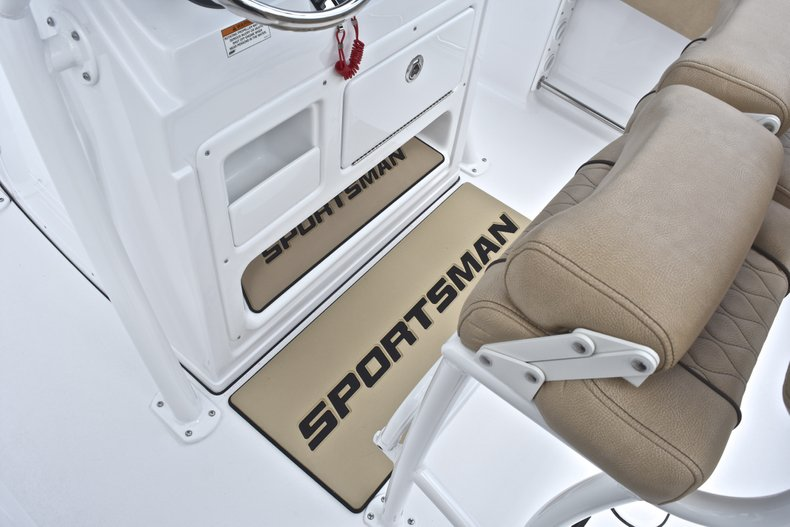 Thumbnail 37 for New 2019 Sportsman Heritage 211 Center Console boat for sale in West Palm Beach, FL