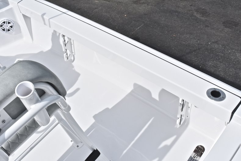 Thumbnail 18 for New 2019 Sportsman Masters 207 Bay Boat boat for sale in Miami, FL