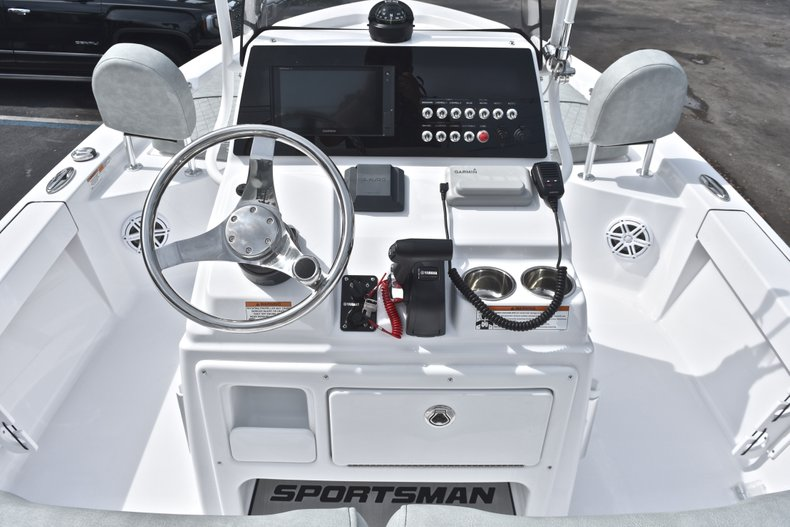 Thumbnail 23 for New 2019 Sportsman Masters 207 Bay Boat boat for sale in Vero Beach, FL