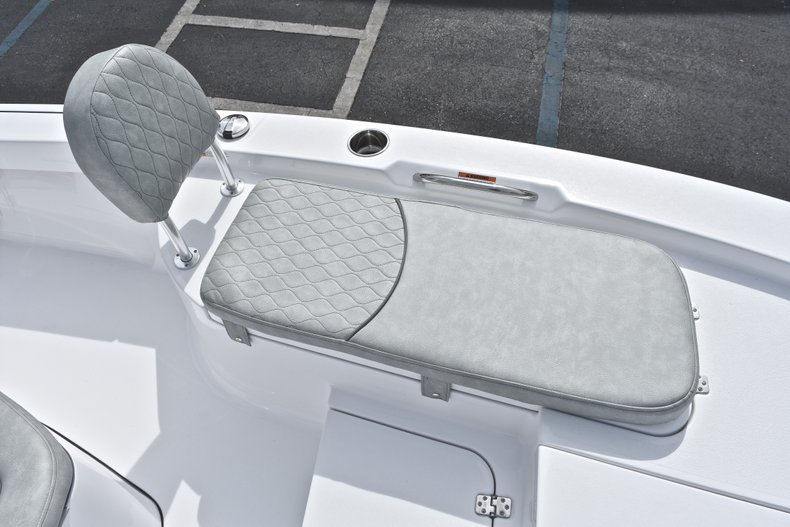 Thumbnail 44 for New 2019 Sportsman Masters 207 Bay Boat boat for sale in Vero Beach, FL