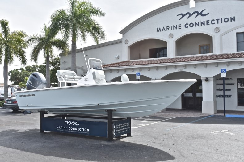 Thumbnail 1 for New 2019 Sportsman Masters 207 Bay Boat boat for sale in Vero Beach, FL