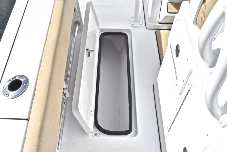 Thumbnail 19 for New 2019 Sportsman Open 282 Center Console boat for sale in Miami, FL