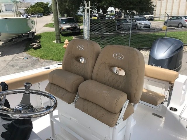 Thumbnail 5 for New 2019 Sportsman Open 242 Center Console boat for sale in Miami, FL