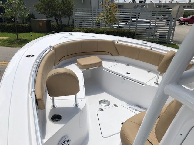 Thumbnail 8 for New 2019 Sportsman Open 242 Center Console boat for sale in Miami, FL