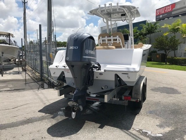 Thumbnail 3 for New 2019 Sportsman Open 242 Center Console boat for sale in Miami, FL