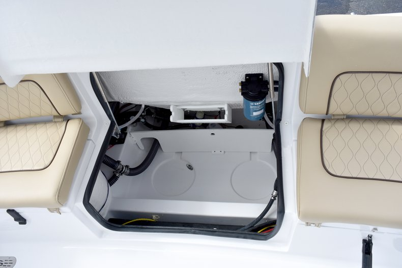 Thumbnail 16 for New 2019 Sportsman Heritage 231 Center Console boat for sale in West Palm Beach, FL