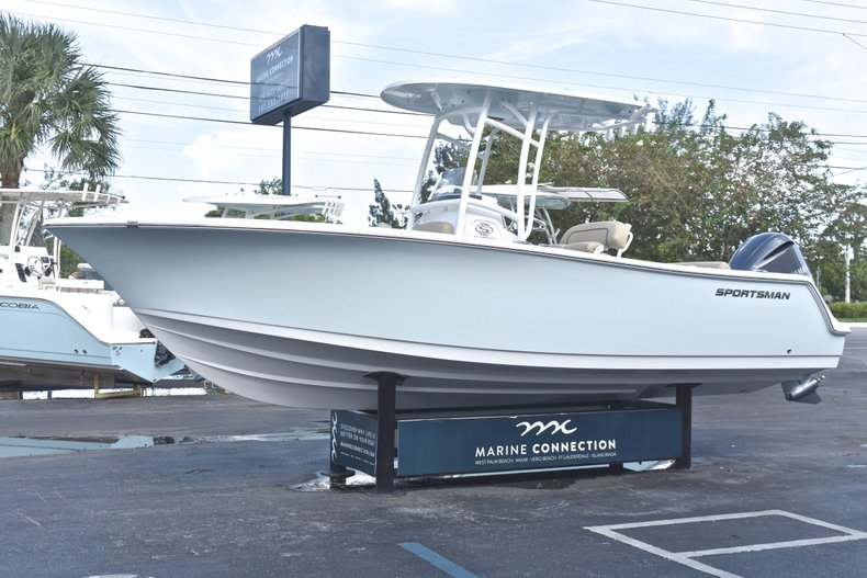 Thumbnail 3 for New 2019 Sportsman Open 232 Center Console boat for sale in West Palm Beach, FL