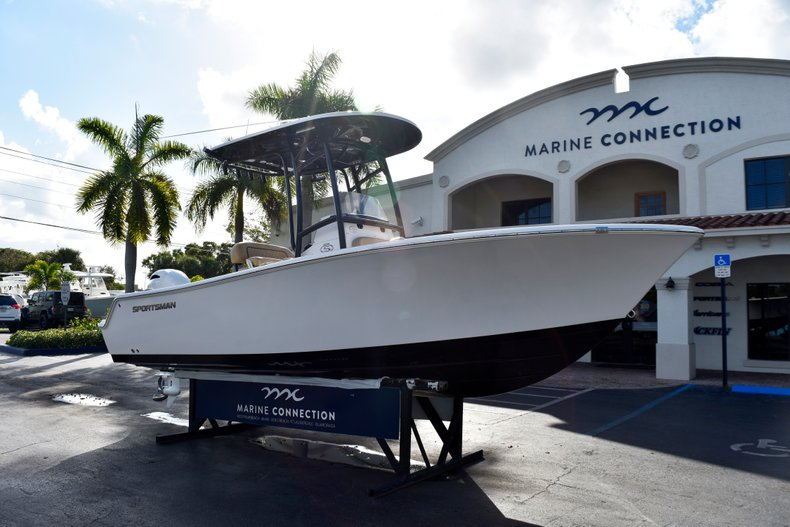 Thumbnail 1 for New 2019 Sportsman Open 212 Center Console boat for sale in Miami, FL