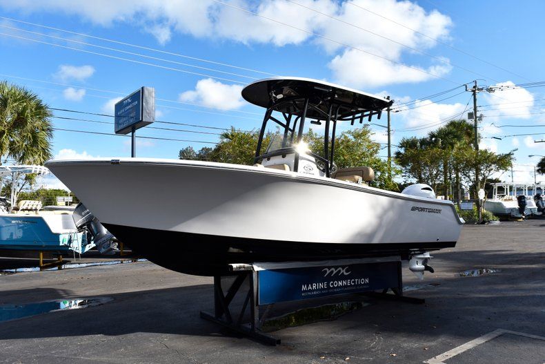 Thumbnail 3 for New 2019 Sportsman Open 212 Center Console boat for sale in Miami, FL