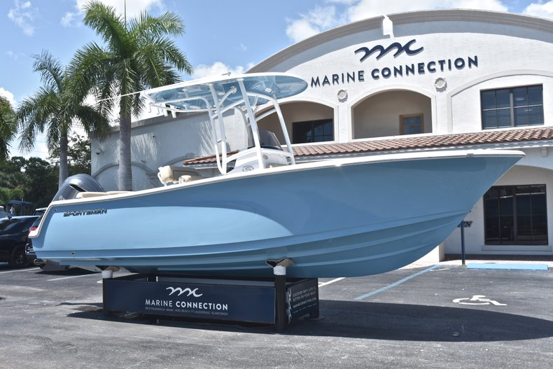 Thumbnail 1 for New 2019 Sportsman Heritage 231 Center Console boat for sale in West Palm Beach, FL