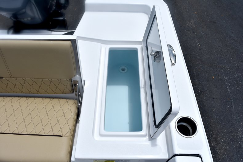 Thumbnail 13 for New 2019 Sportsman Masters 227 Bay Boat boat for sale in West Palm Beach, FL