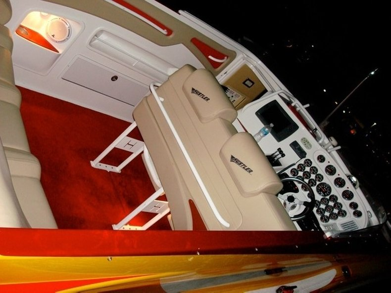 Thumbnail 52 for Used 2004 Hustler 50 Performance Yacht boat for sale in West Palm Beach, FL