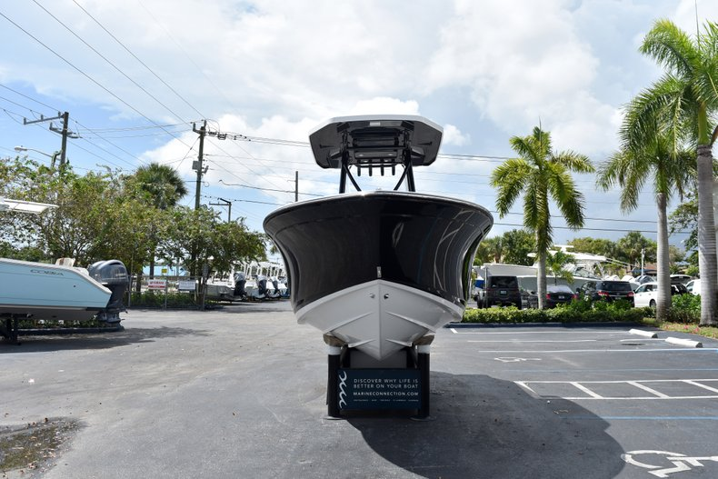 Thumbnail 3 for New 2019 Blackfin 212CC Center Console boat for sale in West Palm Beach, FL