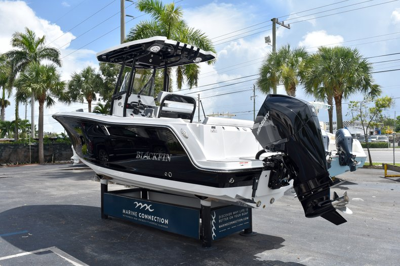 Thumbnail 6 for New 2019 Blackfin 212CC Center Console boat for sale in West Palm Beach, FL