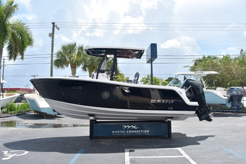 Thumbnail 5 for New 2019 Blackfin 212CC Center Console boat for sale in West Palm Beach, FL