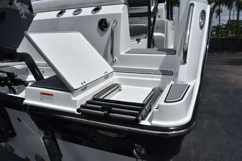 Thumbnail 10 for New 2019 Blackfin 212CC Center Console boat for sale in West Palm Beach, FL