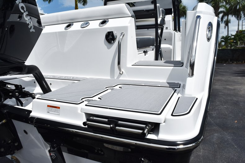 Thumbnail 9 for New 2019 Blackfin 212CC Center Console boat for sale in West Palm Beach, FL
