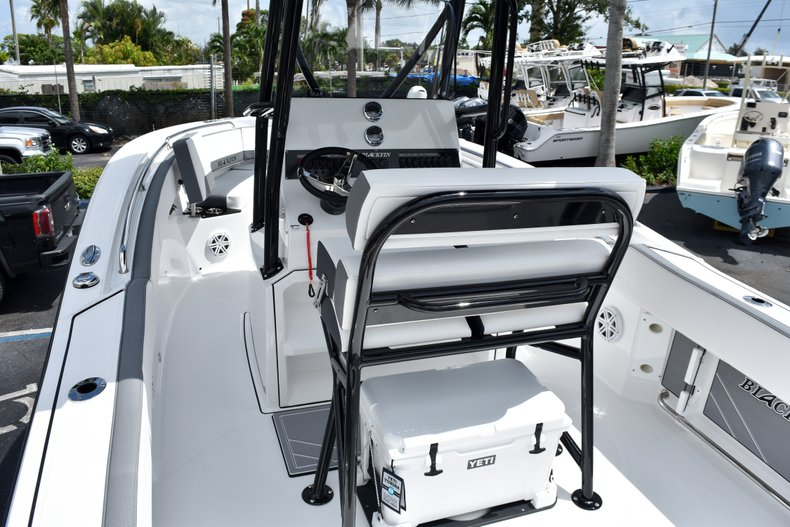 Thumbnail 13 for New 2019 Blackfin 212CC Center Console boat for sale in West Palm Beach, FL