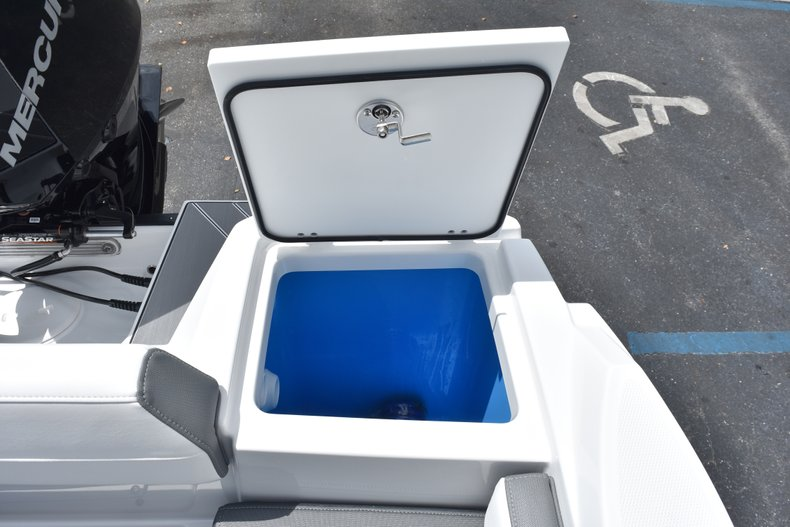 Thumbnail 18 for New 2019 Blackfin 212CC Center Console boat for sale in West Palm Beach, FL
