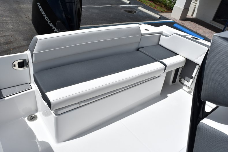 Thumbnail 14 for New 2019 Blackfin 212CC Center Console boat for sale in West Palm Beach, FL