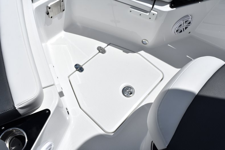 Thumbnail 48 for New 2019 Blackfin 212CC Center Console boat for sale in West Palm Beach, FL