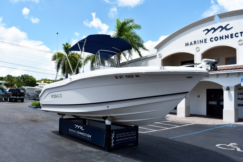 Thumbnail 1 for Used 2016 Robalo R200 Center Console boat for sale in West Palm Beach, FL