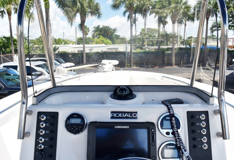 Thumbnail 23 for Used 2016 Robalo R200 Center Console boat for sale in West Palm Beach, FL