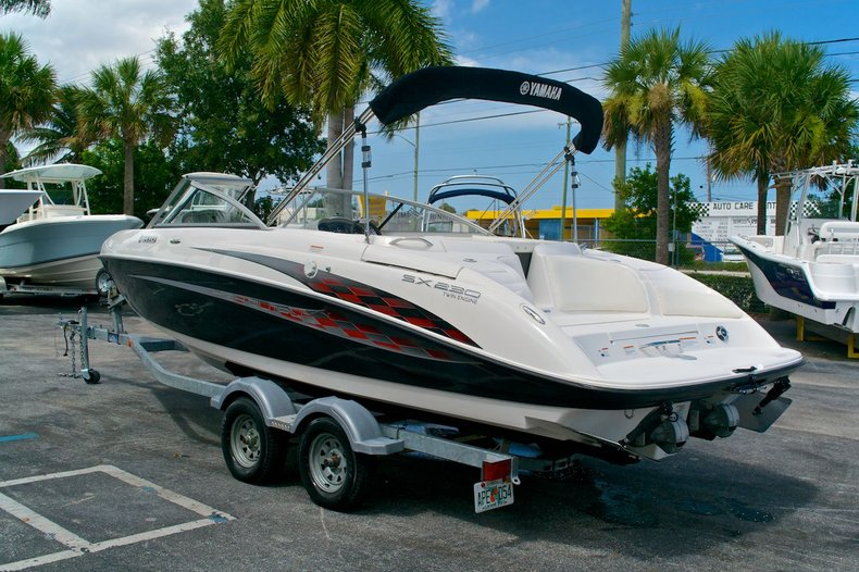 Used 2005 Yamaha SX 230 Twin Engine boat for sale in West