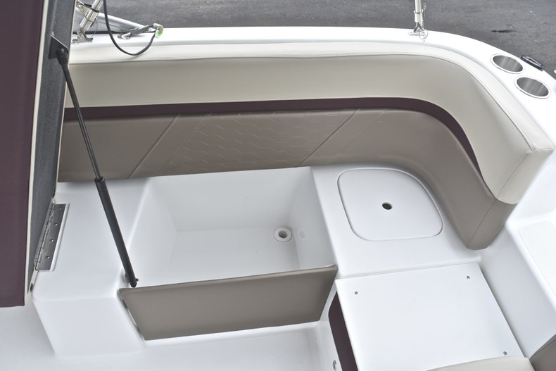 Thumbnail 18 for New 2019 Hurricane 217 SunDeck OB boat for sale in Vero Beach, FL