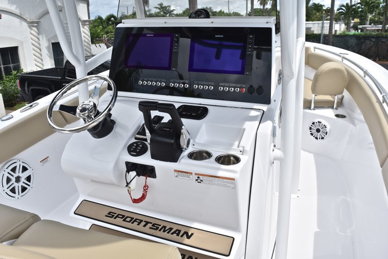 Thumbnail 39 for Used 2018 Sportsman Open 252 Center Console boat for sale in West Palm Beach, FL