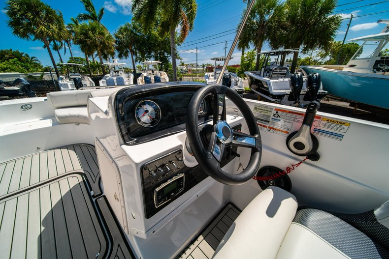 Thumbnail 12 for New 2019 Hurricane 188 SunDeck Sport OB boat for sale in Vero Beach, FL