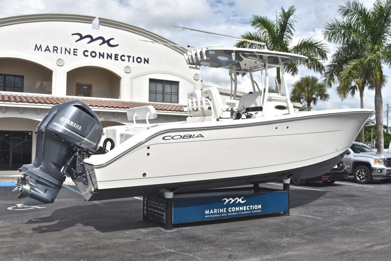 Thumbnail 8 for New 2019 Cobia 277 Center Console boat for sale in West Palm Beach, FL