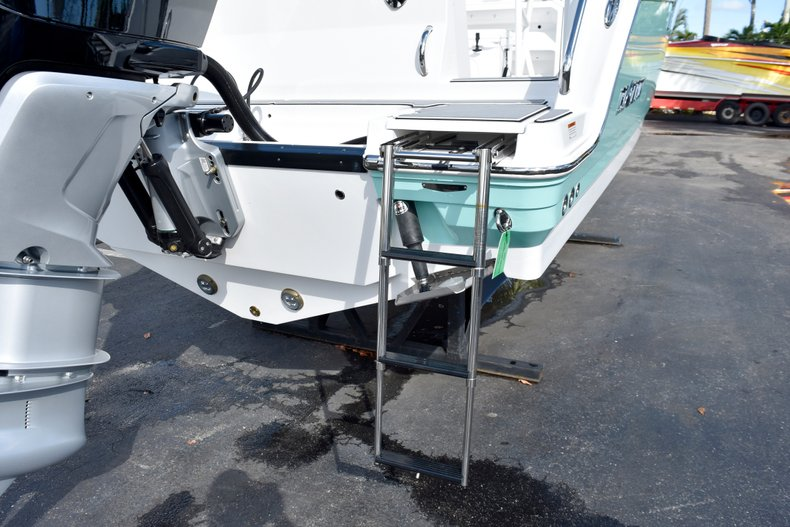 Thumbnail 12 for New 2019 Blackfin 242CC Center Console boat for sale in West Palm Beach, FL