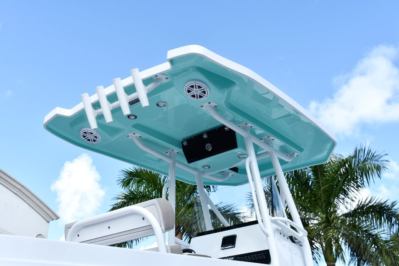 Thumbnail 7 for New 2019 Blackfin 242CC Center Console boat for sale in West Palm Beach, FL