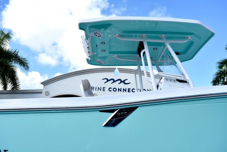 Thumbnail 8 for New 2019 Blackfin 242CC Center Console boat for sale in West Palm Beach, FL